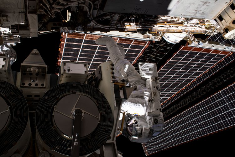 Shane Kimbrough Helps Install Solar Array on Space Station